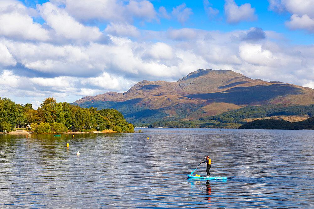Paddle boarding, Luss, Loch Lomond, Ben Lomond, Scotland, United Kingdom, Europe - 1237-386