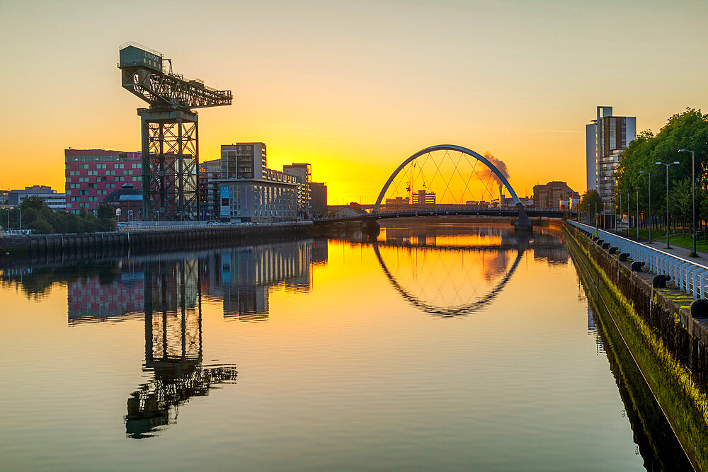 Sunrise over River Clyde, Finnieston Crane, Clyde Arc (Squinty) Bridge, Glasgow, Scotland, United Kingdom, Europe - 1237-390