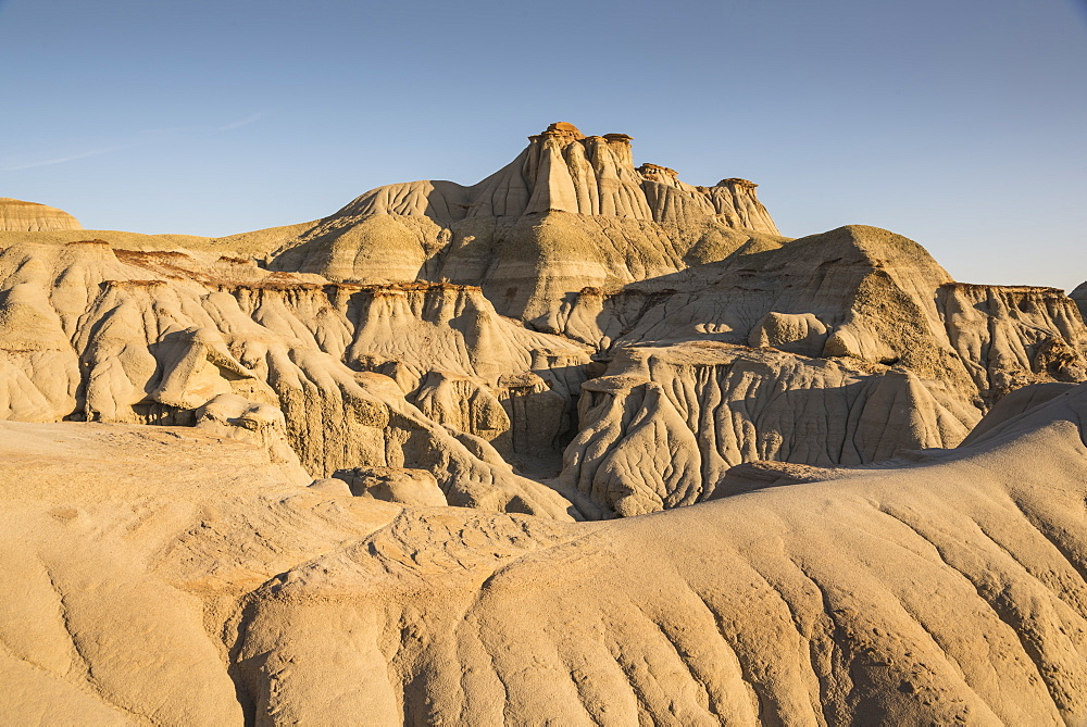 Rock formations and hoodoos in Dinosaur Provincial Park, UNESCO World Heritage Site, Alberta Badlands, Alberta, Canada, North America