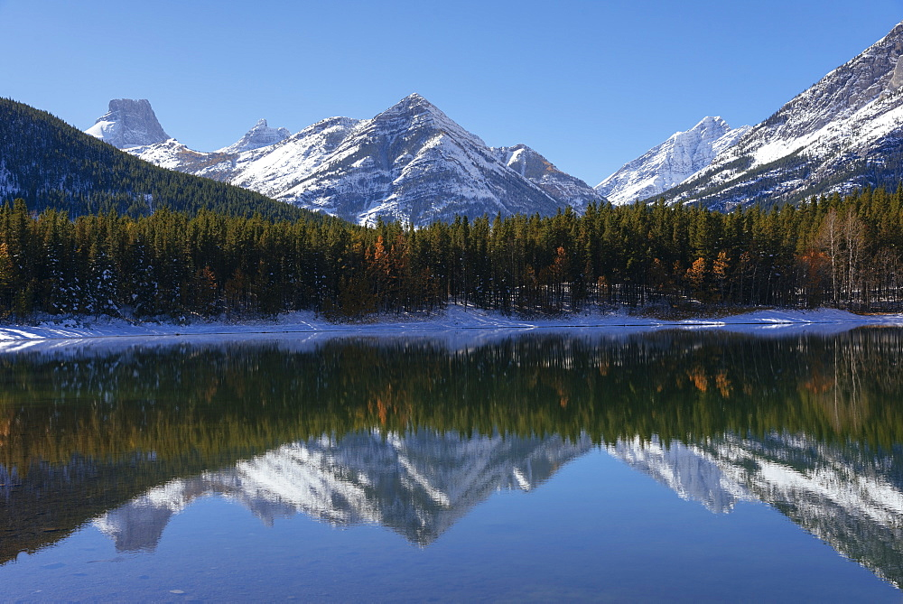 Wedge Pond in autumn, Kananaskis Country, Alberta, Canada, North America - 1241-159