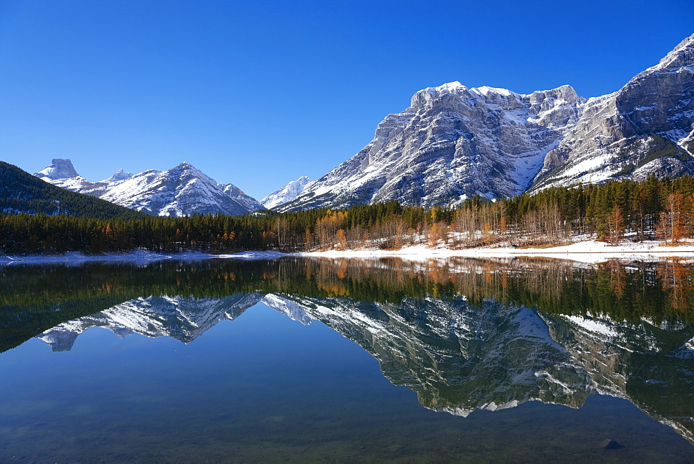 Wedge Pond in autumn, Kananaskis Country, Alberta, Canada, North America - 1241-161