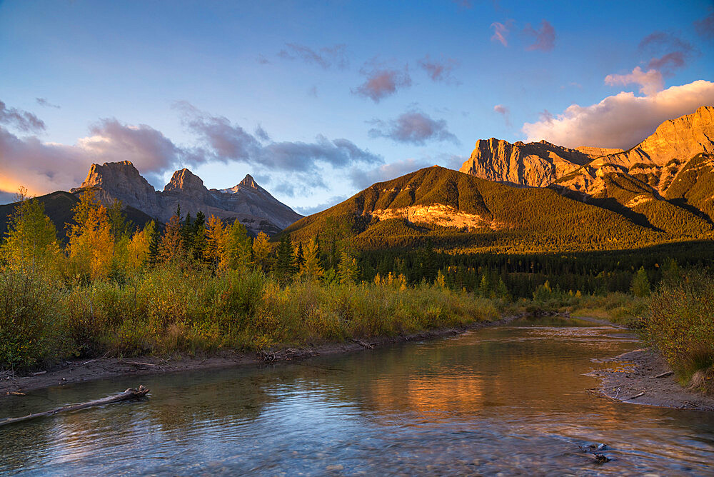 Sunrise in autumn at Three Sisters Peaks near Banff National Park, Canmore, Alberta, Canadian Rockies, Canada, North America - 1241-238