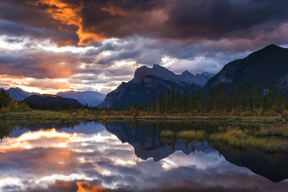 Sunrise at Vermillion Lakes with Mount Rundle in autumn, Banff National Park, UNESCO World Heritage Site, Alberta, Canadian Rockies, Canada, North America - 1241-239