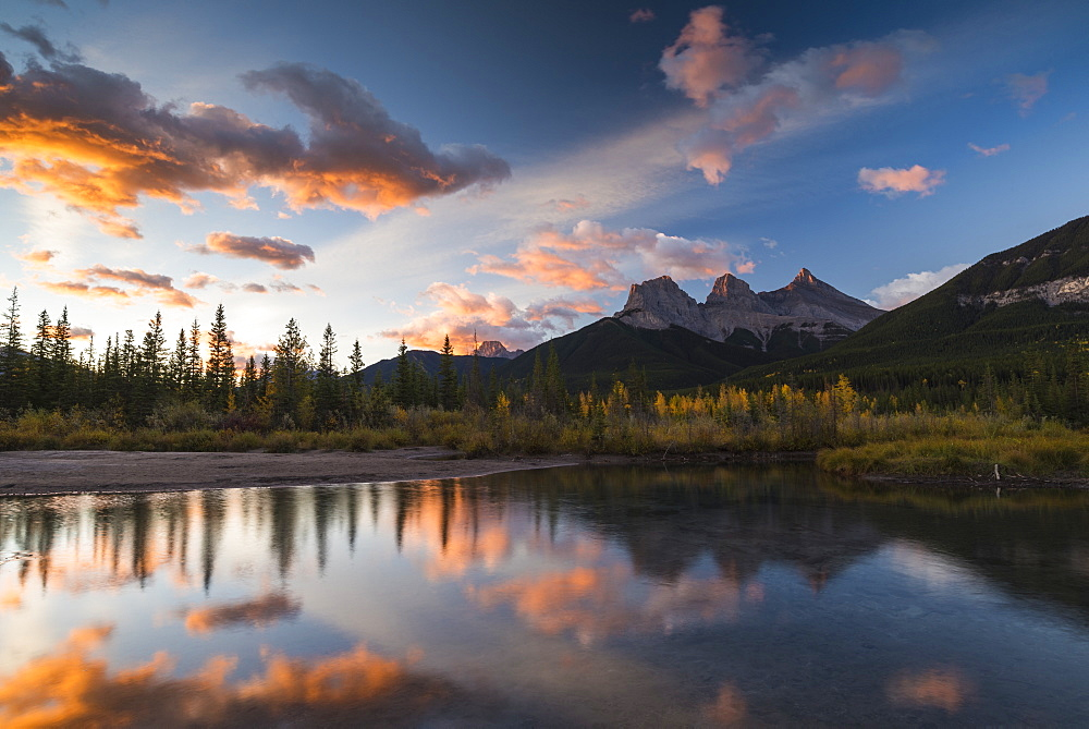 Sunrise in autumn at Three Sisters Peaks near Banff National Park, Canmore, Alberta, Canadian Rockies, Canada, North America - 1241-251