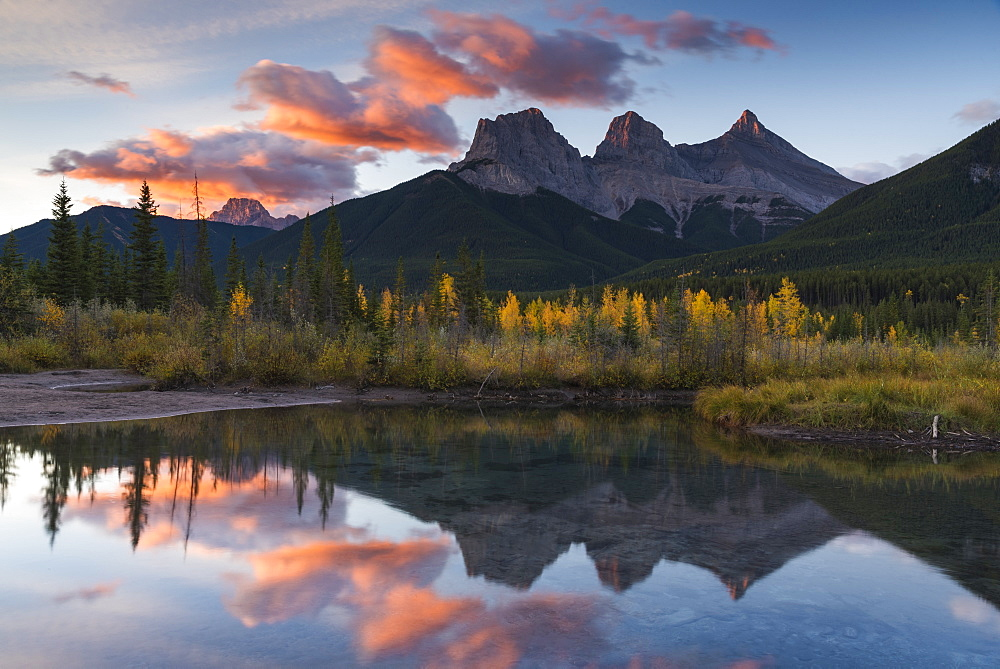 Sunrise in autumn at Three Sisters Peaks near Banff National Park, Canmore, Alberta, Canadian Rockies, Canada, North America - 1241-252