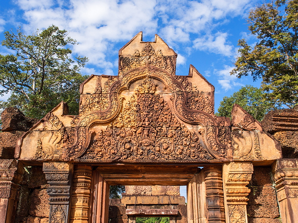 The terracotta-colored sandstone temple of Banteay Srei, Angkor, UNESCO World Heritage Site, Siem Reap, Cambodia, Indochina, Southeast Asia, Asia - 1242-201