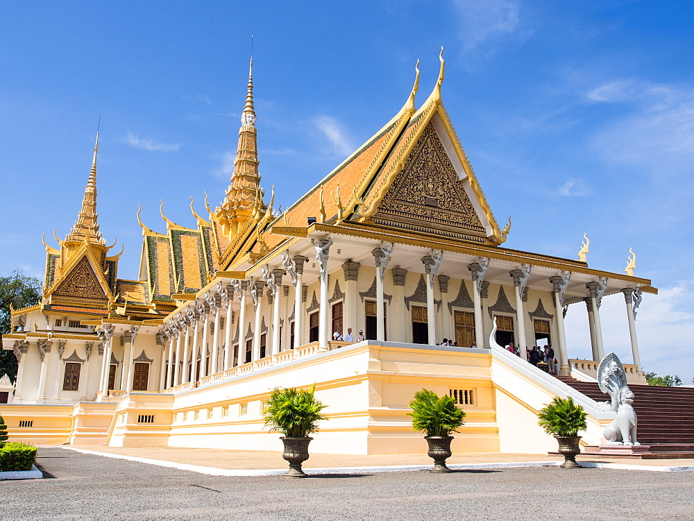 The throne hall at the Royal Palace, Phnom Penh, Cambodia, Indochina, Southeast Asia, Asia - 1242-206