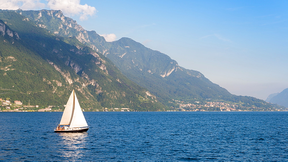 Yacht sails on Lake Como, Lombardy, Italian Lakes, Italy, Europe