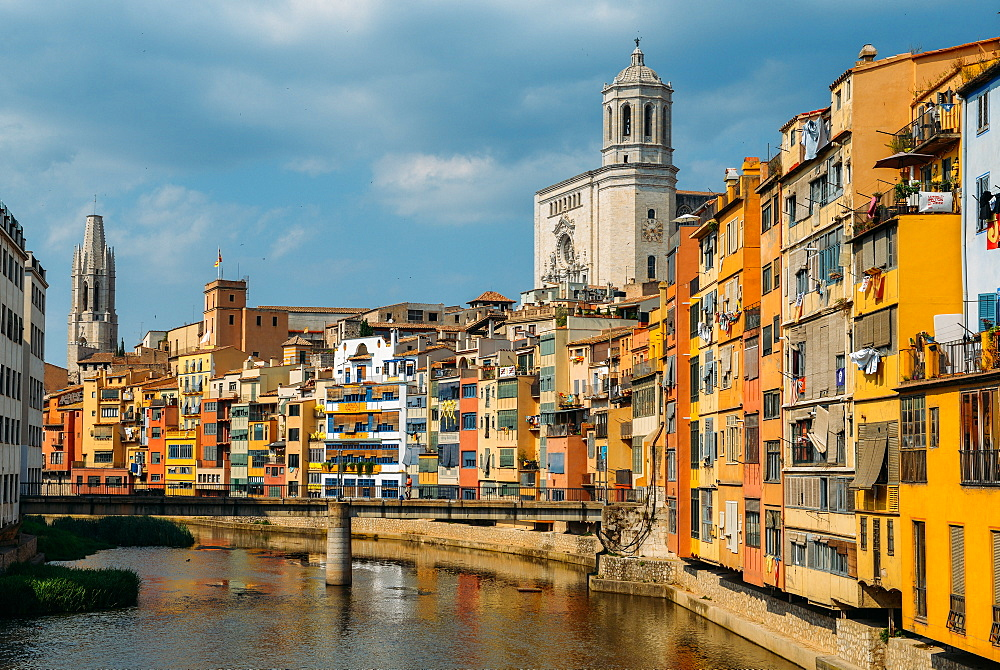 Colourful houses on the embankment of the River Onyar in historic centre with Girona's Cathedral in the background on right, Girona, Catalonia, Spain, Europe - 1243-285