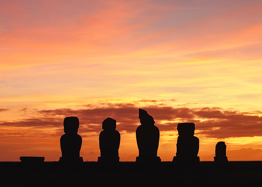 Moais in Ahu Vai Uri at sunset, Tahai Archaeological Complex, Rapa Nui National Park, UNESCO World Heritage Site, Easter Island, Chile, South America