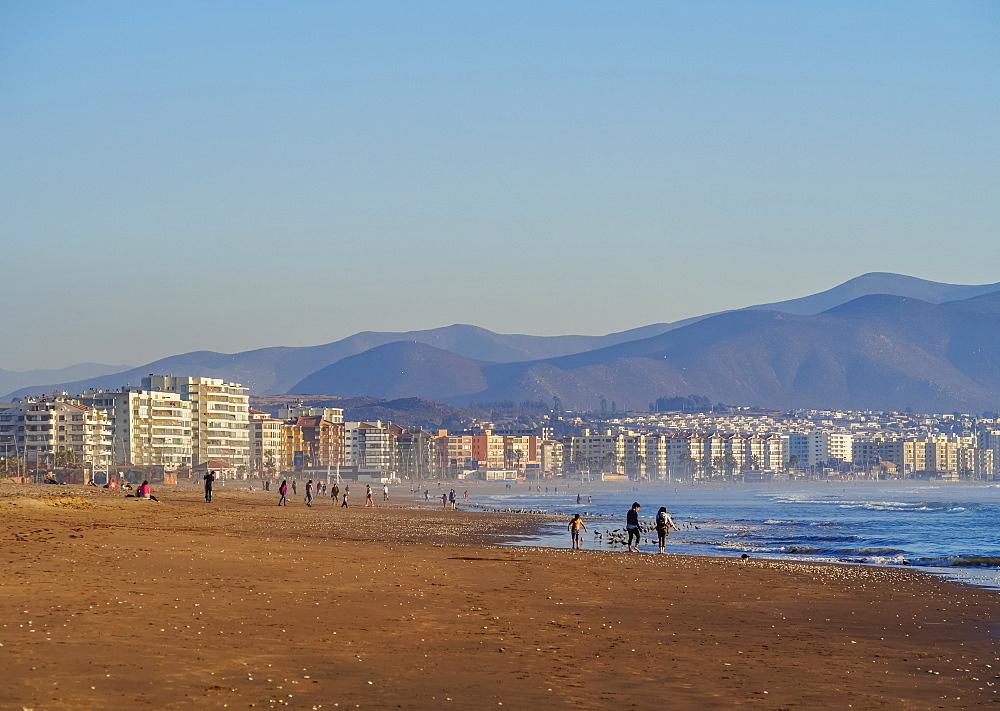 Beach in La Serena, view towards Coquimbo, Coquimbo Region, Chile, South America