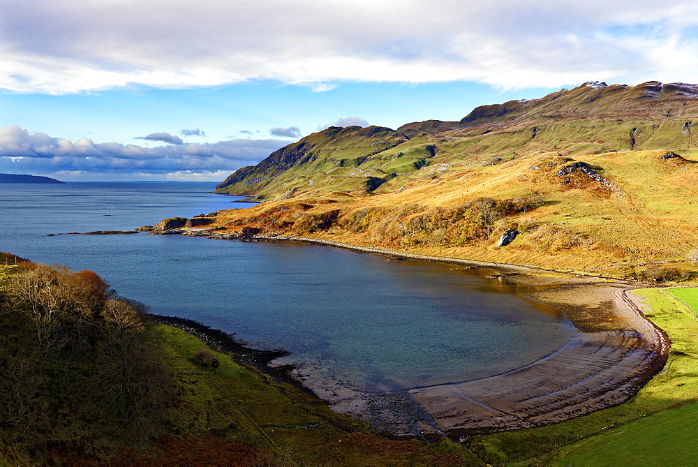 View of the sandy bay Camas nan Geall Sgeir Fhada along the coast and shoreline of Loch Sunart, Ardnamurchan Peninsula, Highlands, Scotland, United Kingdom, Europe - 1246-9