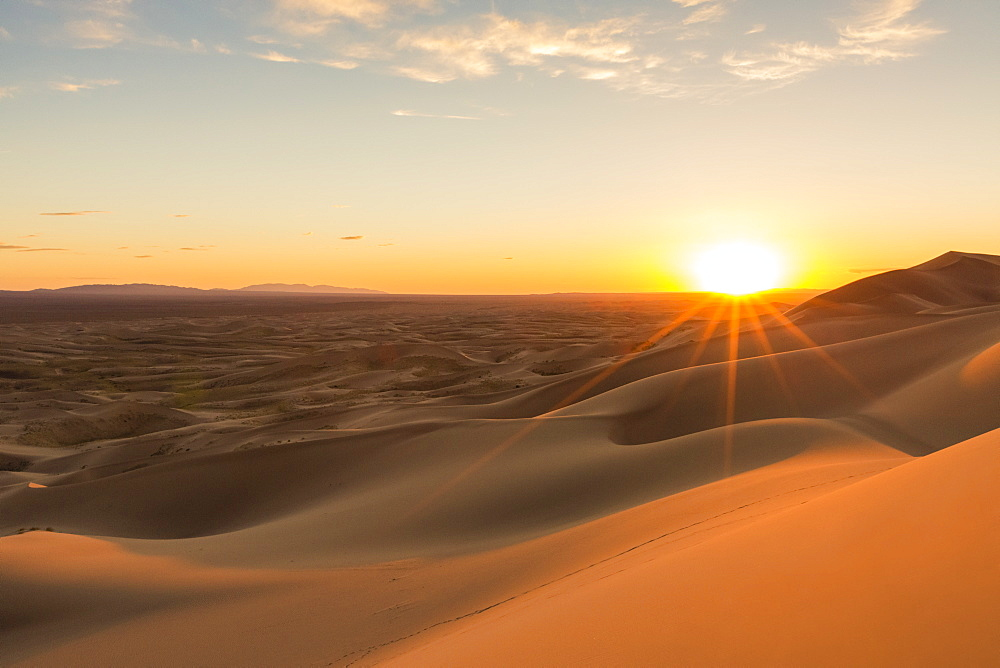 Sunset on Khongor sand dunes in Gobi Gurvan Saikhan National Park, Sevrei district, South Gobi province, Mongolia, Central Asia, Asia - 1251-326