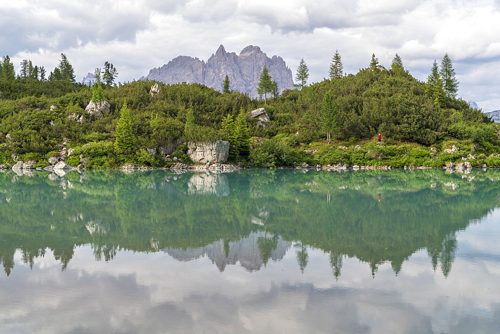 Sorapis Lake and Cadini di Misurina in the background, in summer. Cortina d'Ampezzo, Belluno province, Veneto, Italy.