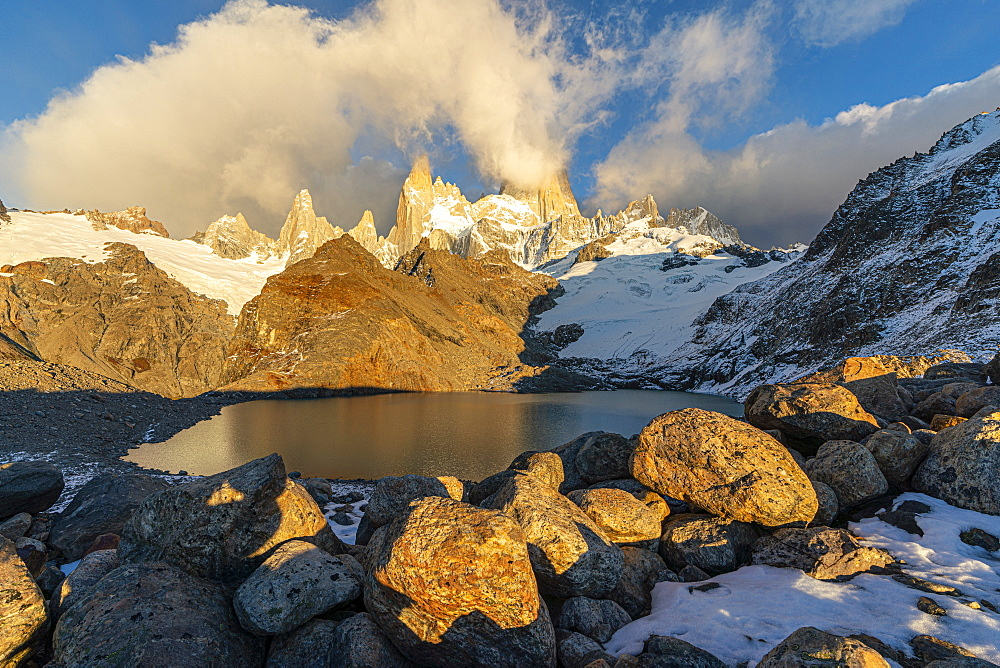 Fitz Roy range in the morning at Laguna Los Tres, El Chalten, Los Glaciares National Park, UNESCO World Heritage Site, Santa Cruz province, Argentina, South America - 1251-531