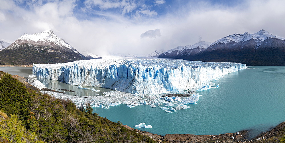 Southern terminus of Perito Moreno glacier, Lago Argentino and mountains, Los Glaciares National Park, UNESCO World Heritage Site, Santa Cruz, Argentina, South America