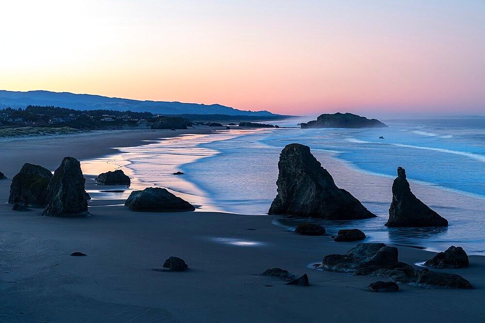 Bandon Beach at dawn, Bandon, Coos county, Oregon, United States of America, North America - 1251-553