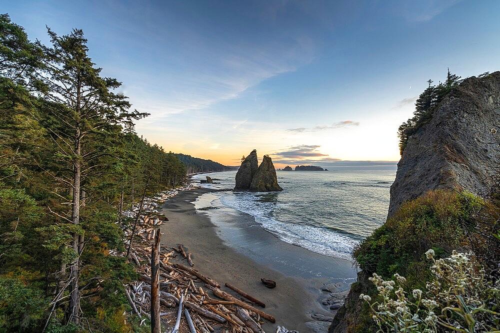 Sunset at Rialto Beach, La Push, Clallam county, Washington State, United States of America, North America - 1251-563