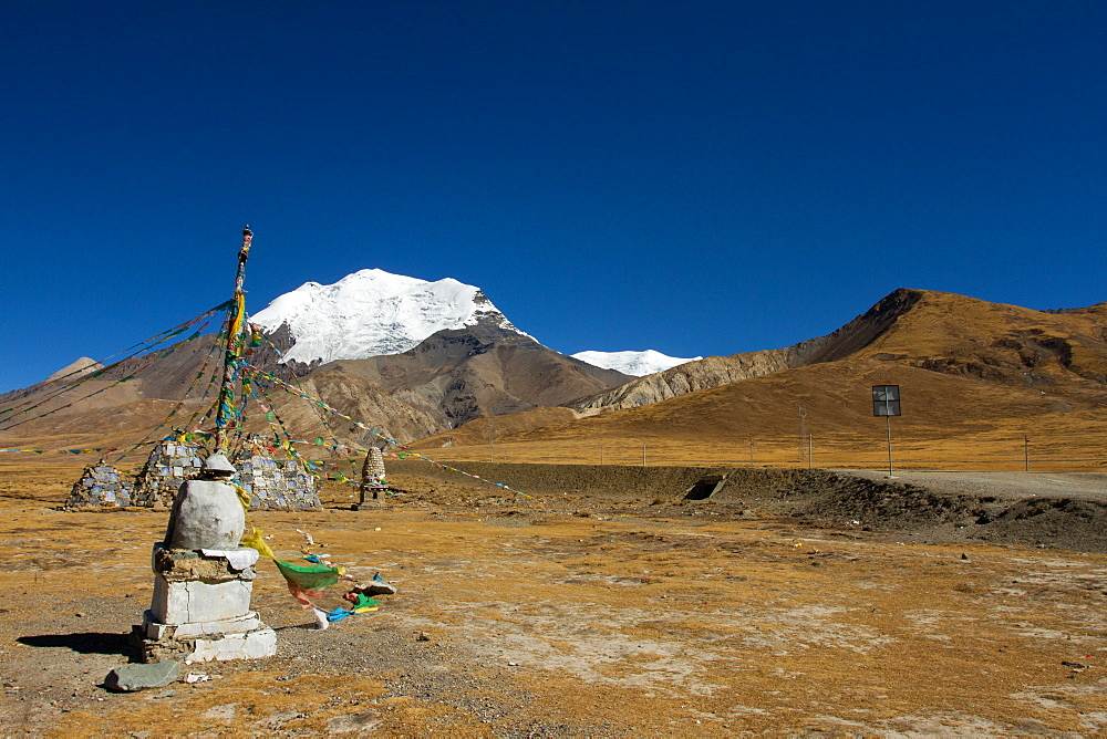 The Kora La Pass of Southern Tibet, Himalayas, China, Asia