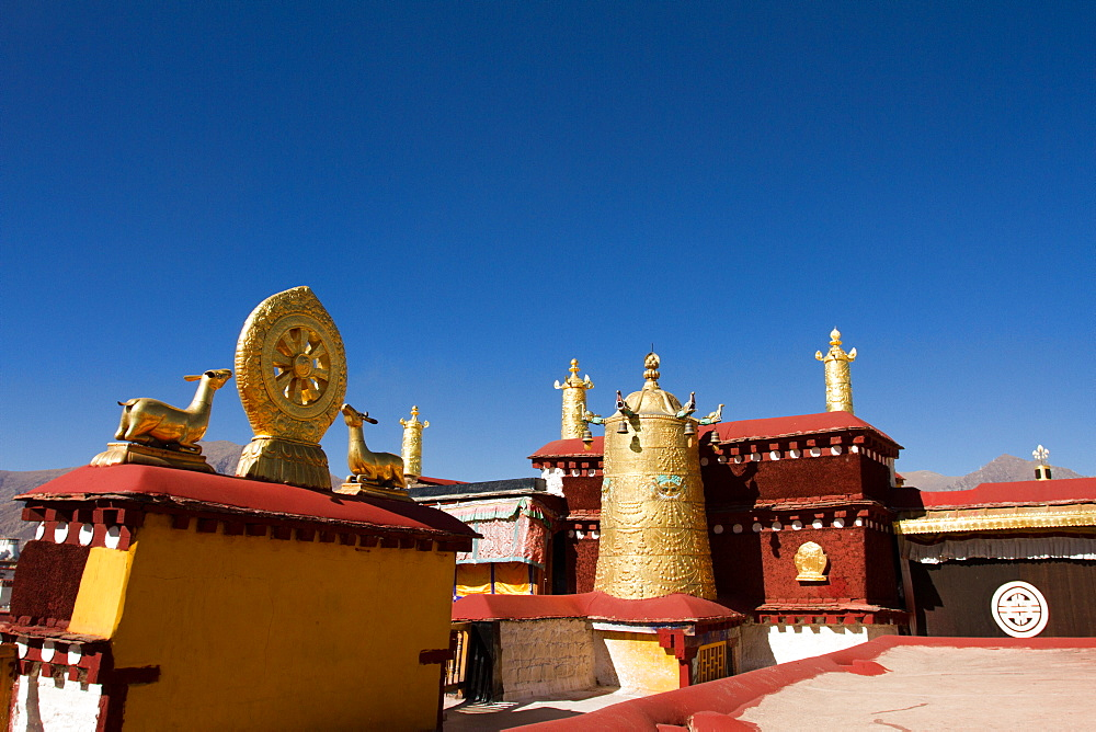 Golden rooftops of the Jokhang Temple of Barkhor Square, Lhasa, Tibet, China, Asia