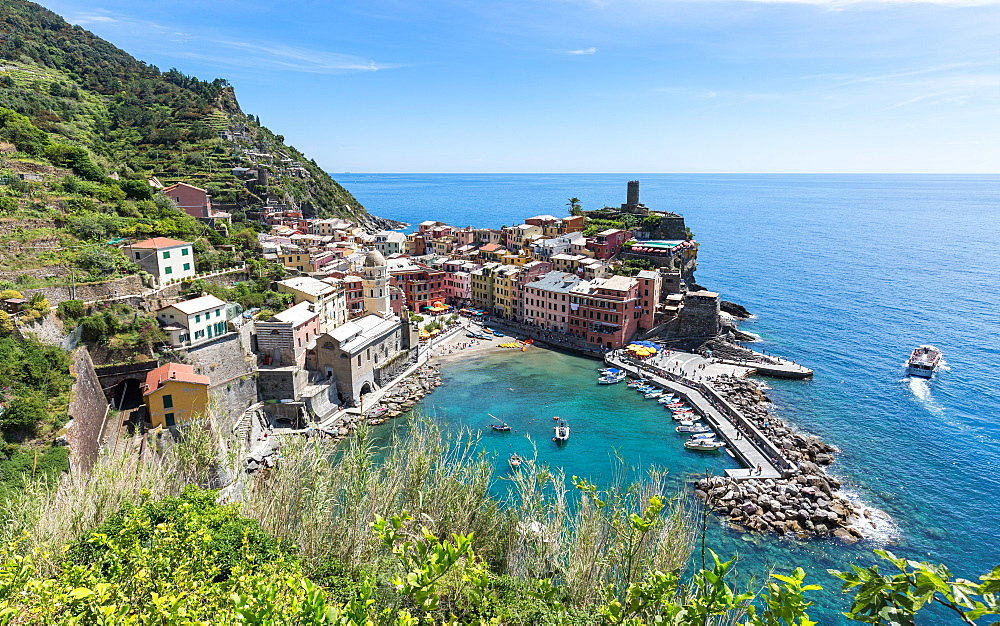 A scenic lookout over the harbour and old town of Vernazza, Cinque Terre, UNESCO World Heritage Site, Liguria, Italy, Europe - 1263-99