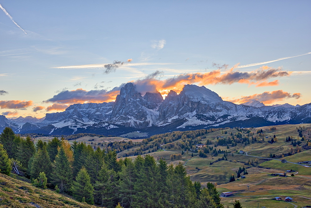 Italy, Trentino, Alpe di Siusi, Sassopiatto and Sassolungo at sunrise - 1264-125