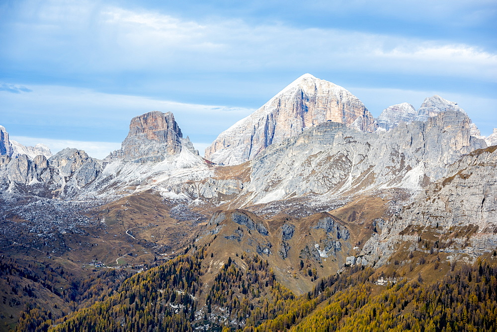 Tofana, Averau, Nuvoalu and Gusela in autumn, Dolomites, Veneto, Italy, Europe - 1264-144