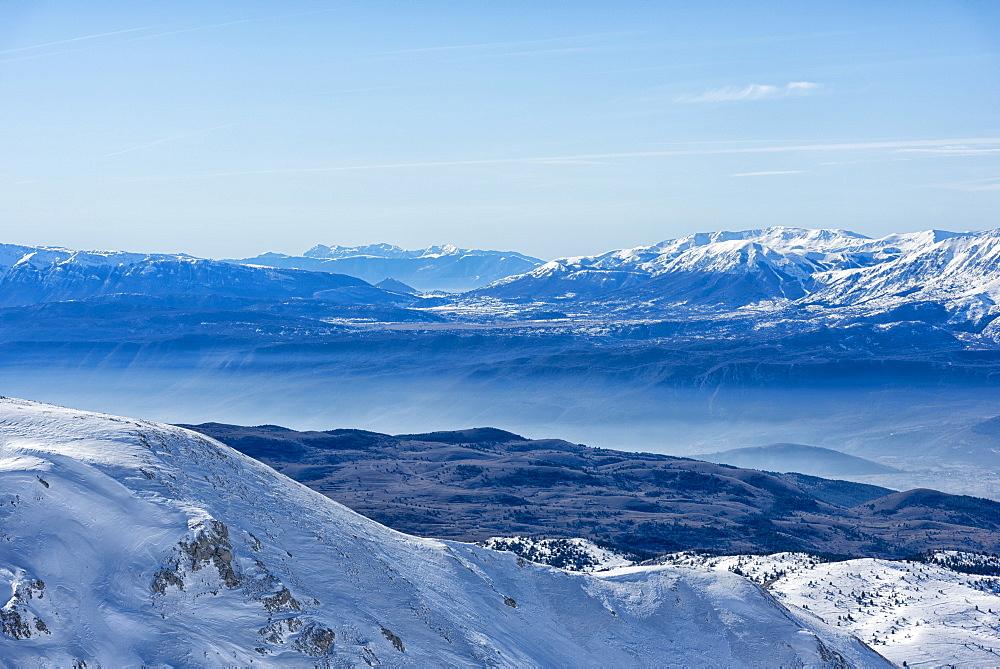 Italy, Abruzzo, Gran Sasso e Monti della Laga, Maiella mountain in Winter