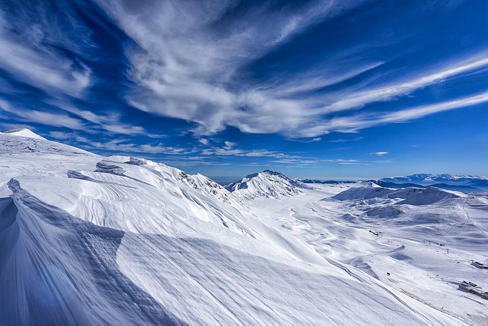 Italy, Abruzzo, Gran Sasso e Monti della Laga, Campo Imperatore plateau in Winter
