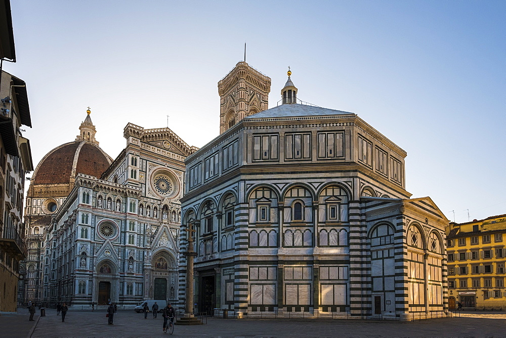 Santa Maria del Fiore cathedral and Battistero San Giovanni at sunrise, UNESCO World Heritage Site, Florence, Tuscany, Italy, Europe