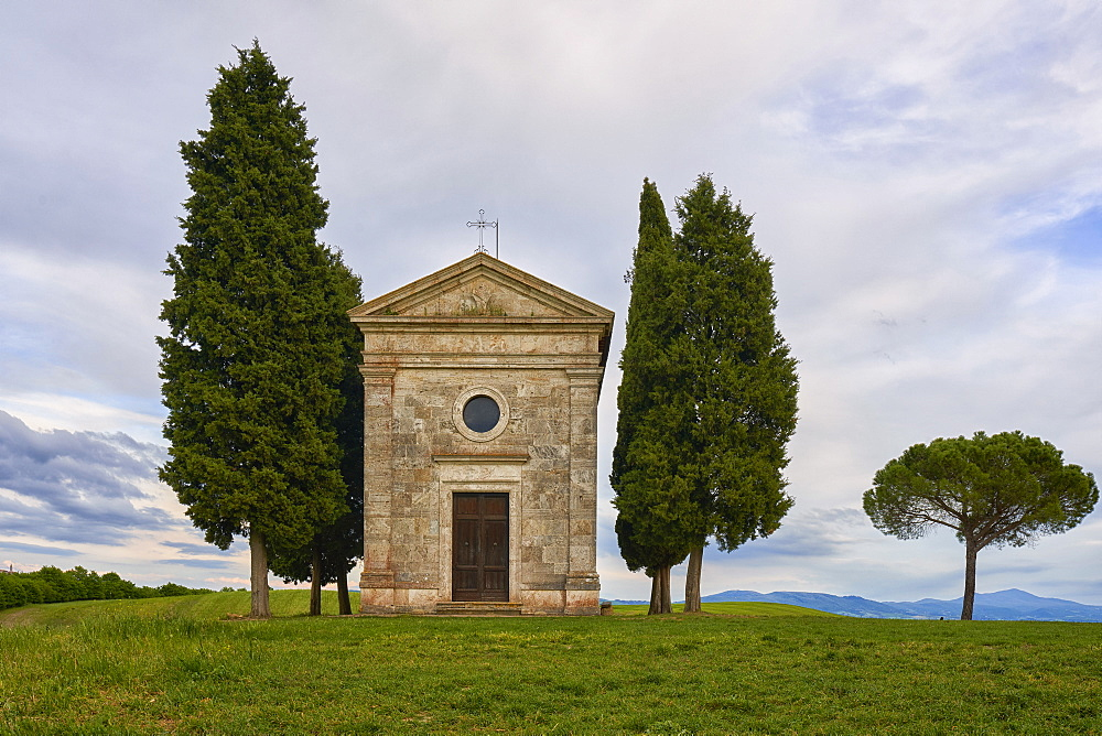 Vitaleta Chapel in spring, Val d'Orcia, UNESCO World Heritage Site, Tuscany, Italy, Europe - 1264-289
