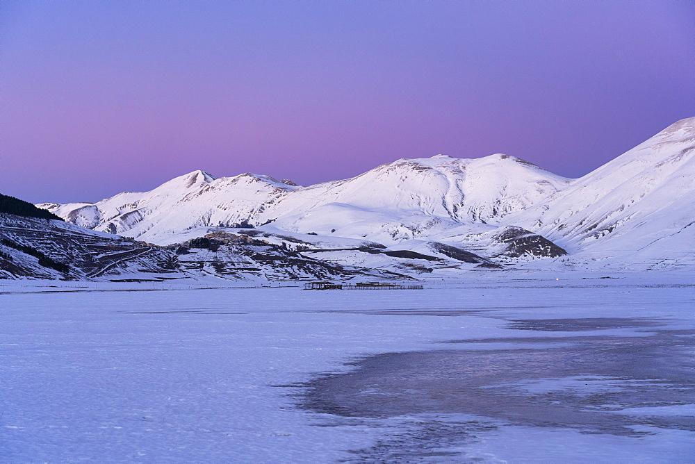 Italy, Umbria, Sibillini mountains, Plateau Piano Grande di Castelluccio di Norcia and mount Vettore in Winter.