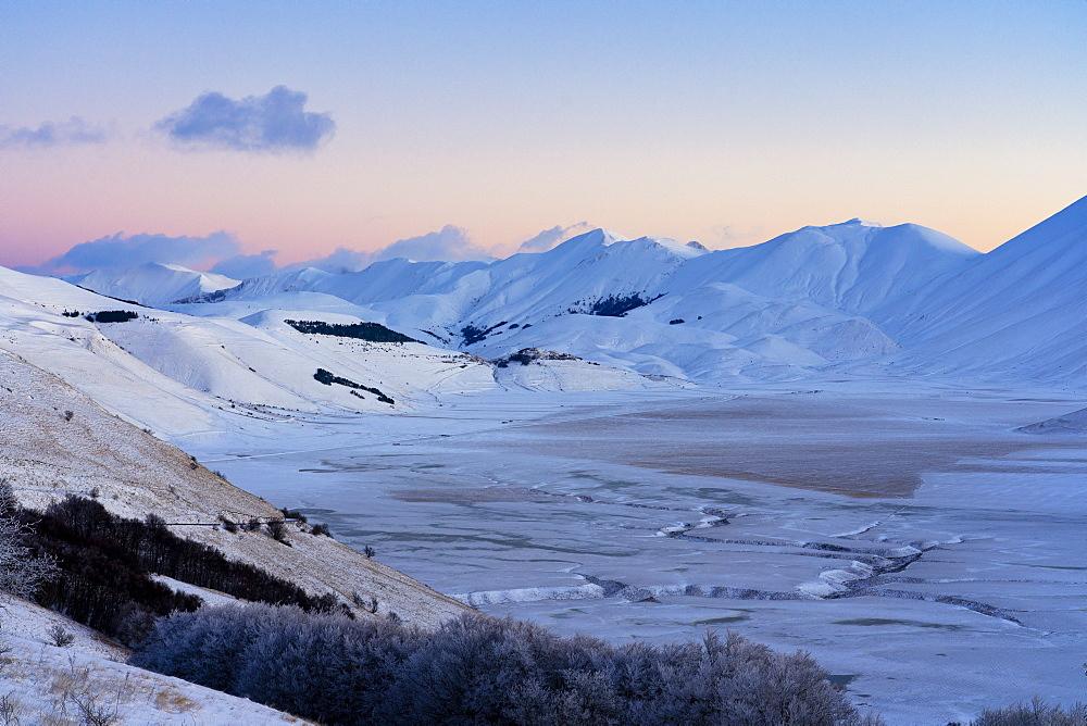 Plateau Piano Grande di Castelluccio di Norcia in winter, Sibillini Mountains, Umbria, Italy, Europe