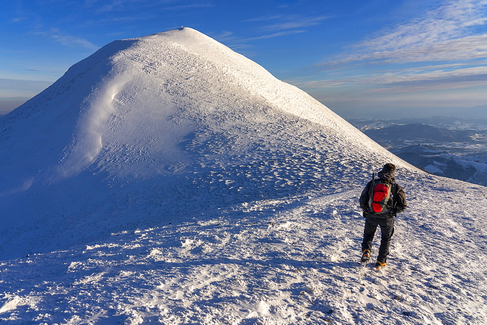Hiker near the summit in winter, Mount Acuto, Apennines, Umbria, Italy, Europe - 1264-299