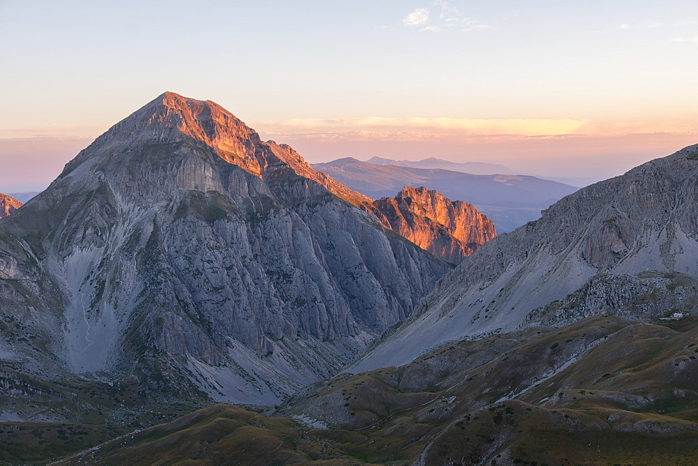 Sunrise on the mountains, Gran Sasso e Monti della Laga National Park, Abruzzo, Italy, Europe - 1264-71