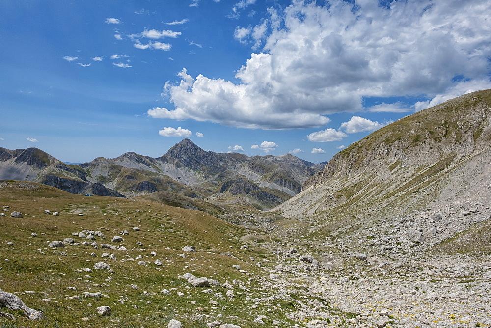 Italy, Abruzzo, Gran Sasso e Monti della Laga National Park, Gran Sasso mountain range