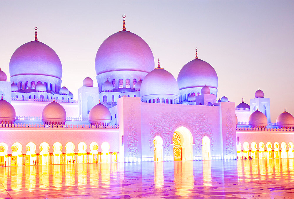 The Sheikh Zayed Grand Mosque, the largest mosque in the country, in Abu Dhabi, the capital city of the United Arab Emirates. - 1265-168