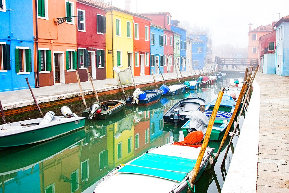 Brightly colored fishermen's houses in Burano, Metropolitan City of Venice, UNESCO World Heritage Site, Veneto, Italy, Europe - 1265-92