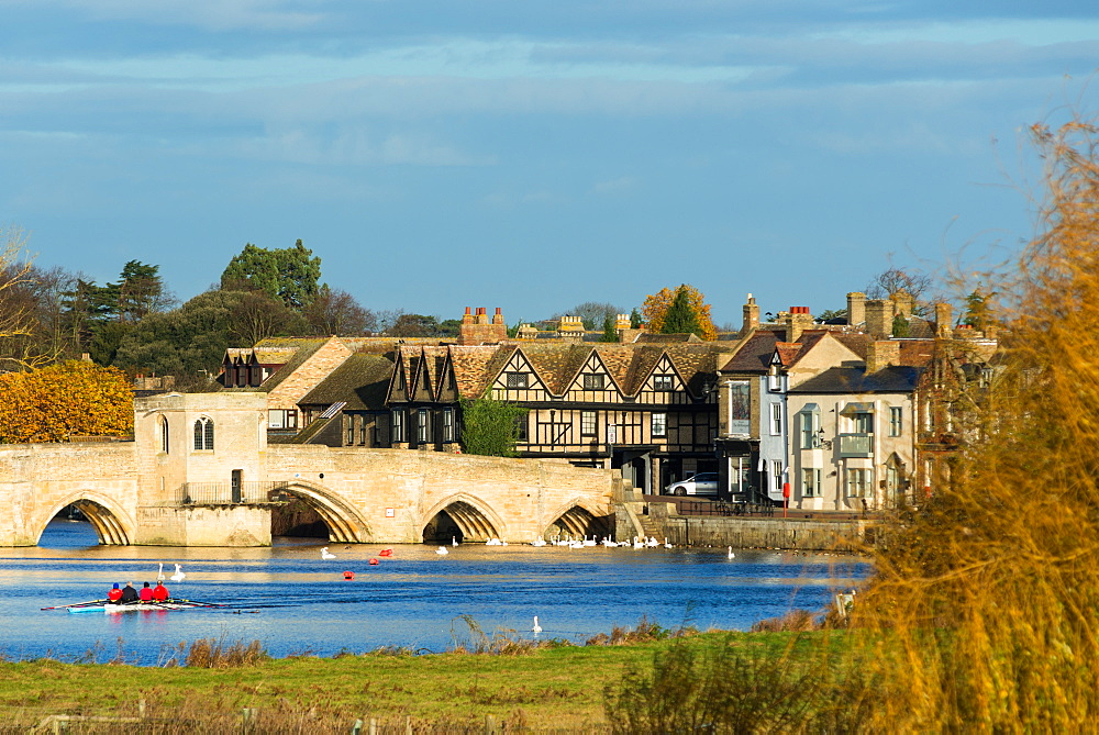 River Great Ouse with the medieval St Leger Chapel Bridge at St Ives, Cambridgeshire, England, UK. - 1267-127