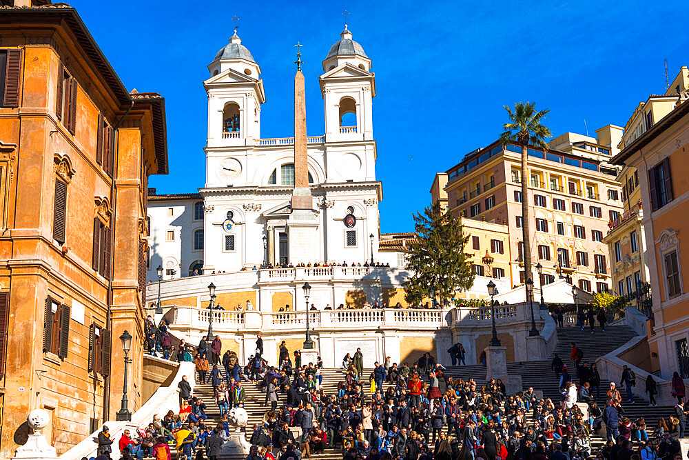 Piazza di Spagna with crowed Spanish Steps and church of Santissima Trinità dei Monti to the rear, Rome, Lazio, Italy.