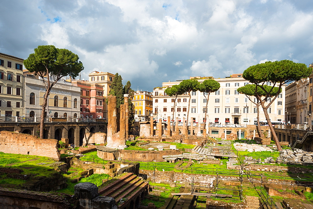 Largo di Torre Argentina square with Roman Republican temples and remains of Pompeys Theatre, in the ancient Campus Martius, Rome, Lazio, Italy, Europe - 1267-314