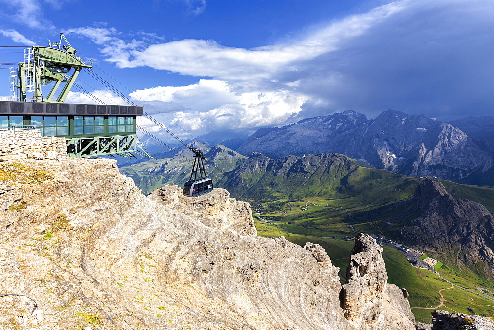 Pordoi cable car, Piz Pordoi, Pordoi Pass, Fassa Valley, Trentino, Dolomites, Italy, Europe