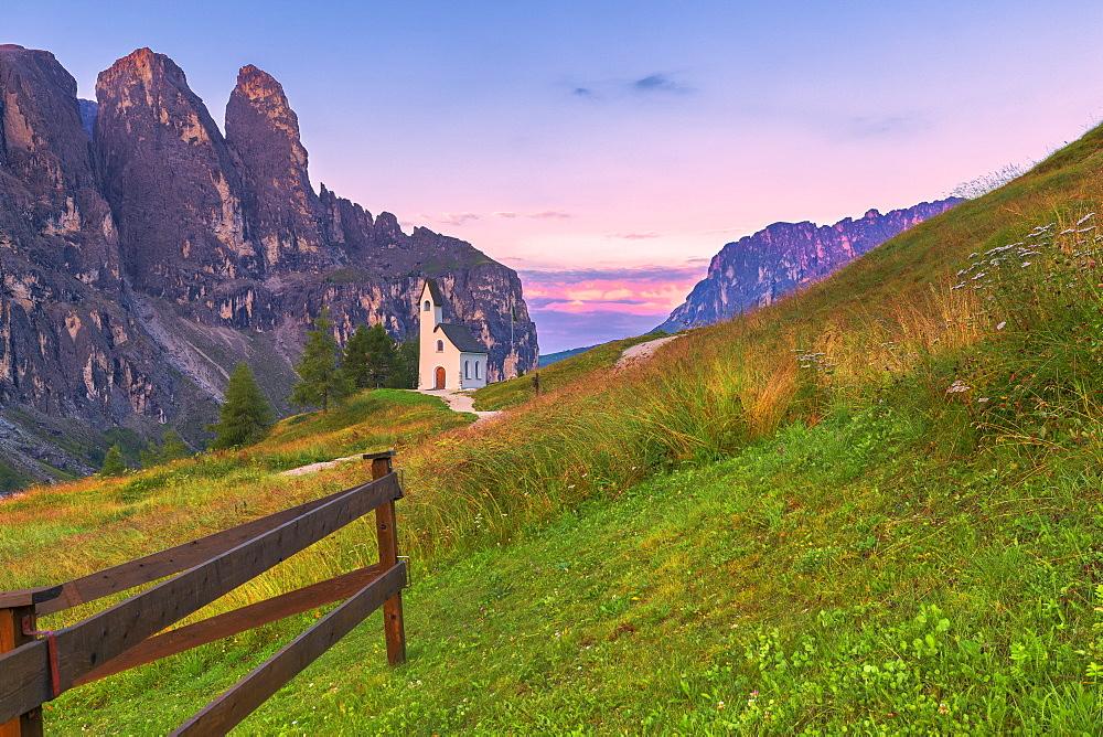 San Maurizio Chapel. Gardena Pass, Gardena Valley, Dolomites, South Tyrol, Italy, Europe. - 1269-303