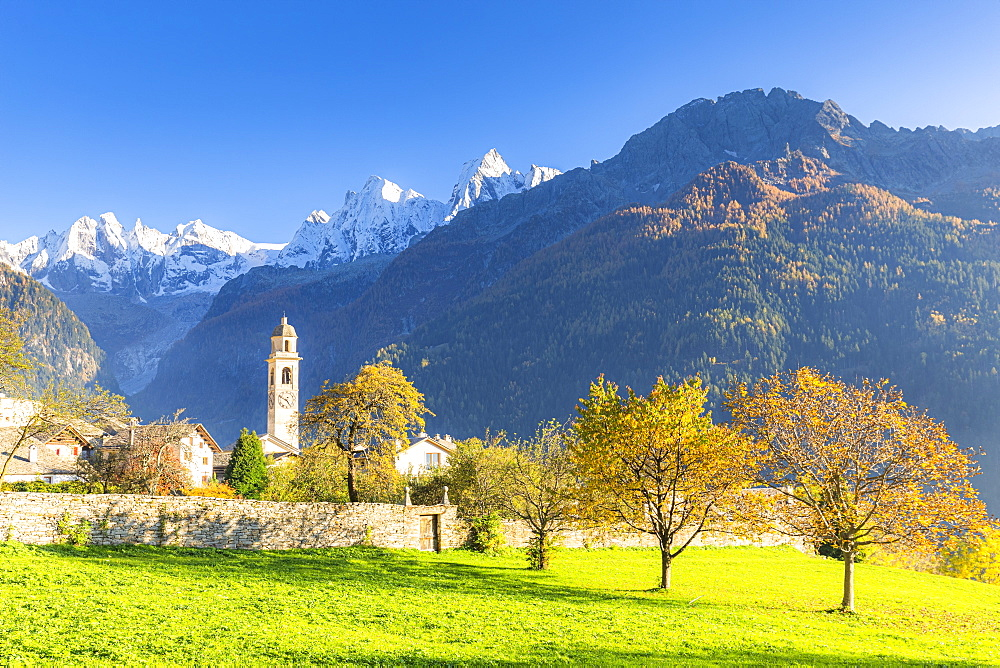 Traditional village of Soglio during autumn, Soglio, Bregaglia valley, Graubunden, Switzerland, Europe - 1269-618