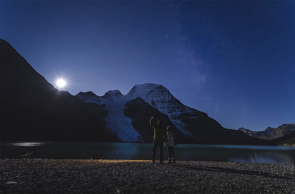 Couple watching moonrise over Mount Robson from the Berg Lake in the Mount Robson Provincial Park, UNESCO World Heritage Site, Canadian Rockies, British Columbia, Canada, North America - 1275-23