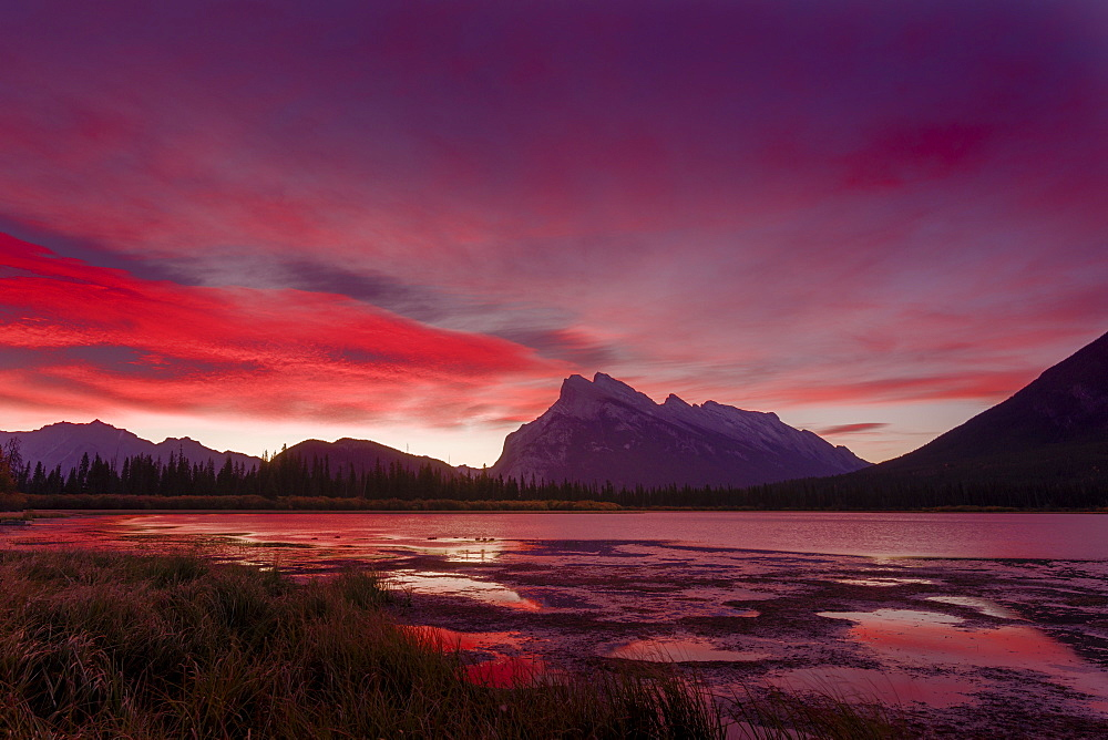 Before sunrise, Vermillion Lake, Banff National Park, UNESCO World Heritage Site, Canadian Rockies, Alberta, Canada, North America - 1275-30