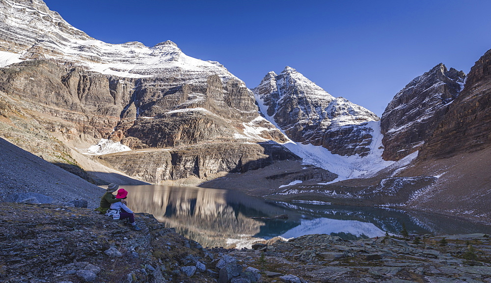 Hiker couple enjoying the view of Lake Oesa on the Alpine Circuit Trail at Lake O'Hara, Yoho National Park,UNESCO World Heritage Site, British Columbia, Canadian Rockies, Canada, North America - 1275-54