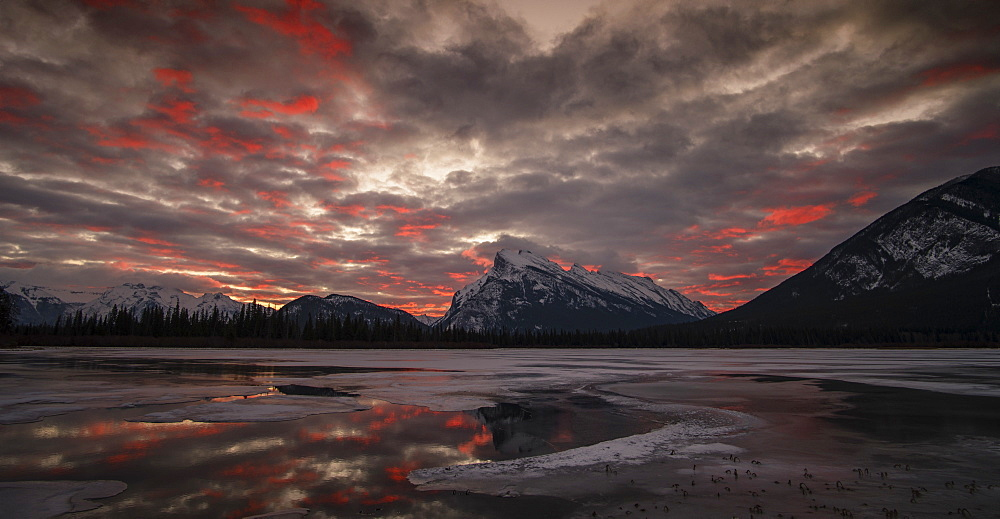 Splendid morning glow in the Vermilion Lakes in winter, Banff National Park, UNESCO World Heritage Site, Alberta, The Rockies, Canada, North America - 1275-84