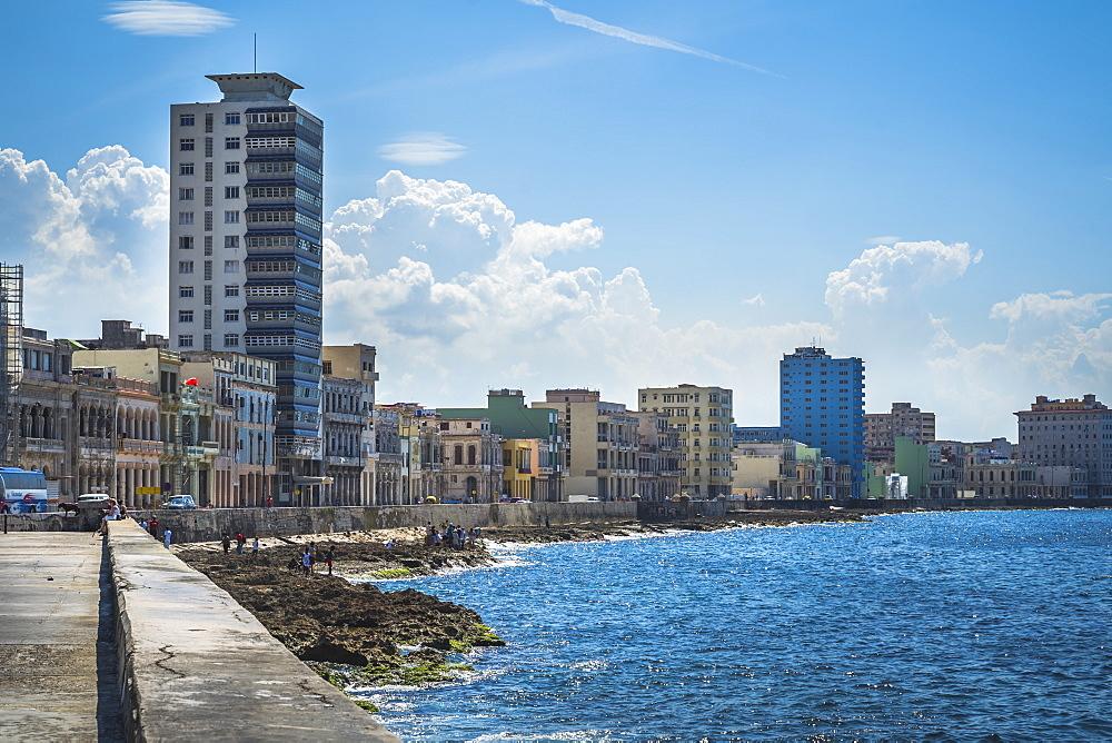 Malecon, La Habana (Havana), Cuba, West Indies, Caribbean, Central America