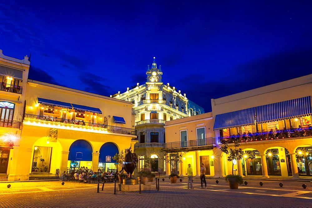 Old Town Square, Plaza Vieja at night, La Habana Vieja, UNESCO, Havana, La Habana, Cuba, West Indies, Caribbean, Central America